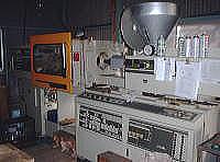 試作射出成形機(東芝機械80t成形機)